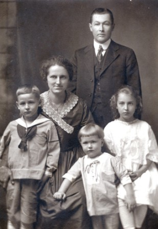 Edward Johnston Family of Ft. Wayne, IN c 1920